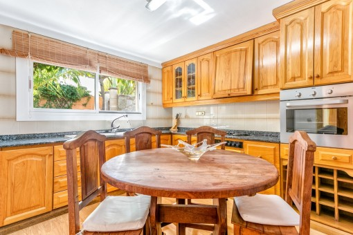 Fully equipped kitchen with small seating area