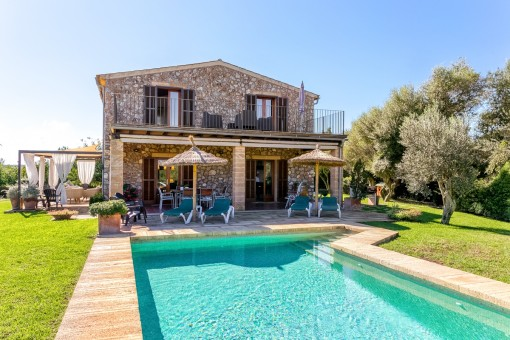 Typical central Mallorca - 7-year-old finca with pool and large plot near Llubi