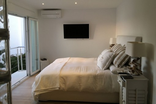 Friendly bedroom with sea views