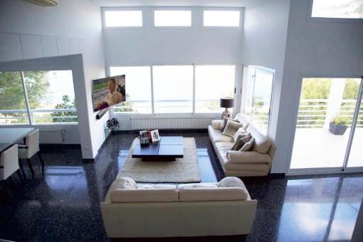 Light-flooded living room