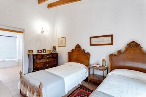 Further bedroom on the main floor with bathroom en suite
