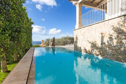 Great pool with sea views
