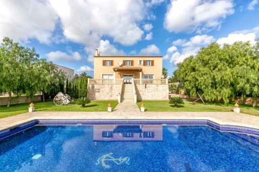 Extremely well-kept villa with garden, pool and holiday-renting licence in Porto Colom