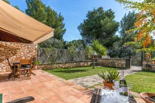 Lovely, fully-fenced in garden with barbecue zone