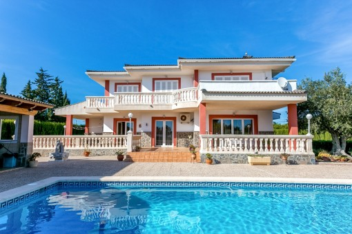 Villa in Es Garrovers with ample space for vehicles