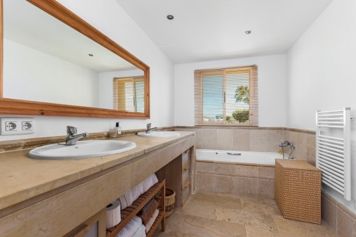 Master bathroom en suite