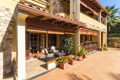 The villa offers diffierent sunny and covered terraces