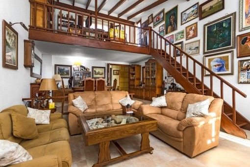 Spacious living and dining area with staircase which leads to the upper level