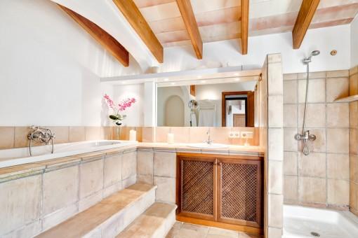 Charming bathroom with bath tub