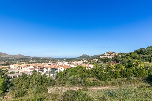 Panoramic views of the surroundings and the castle