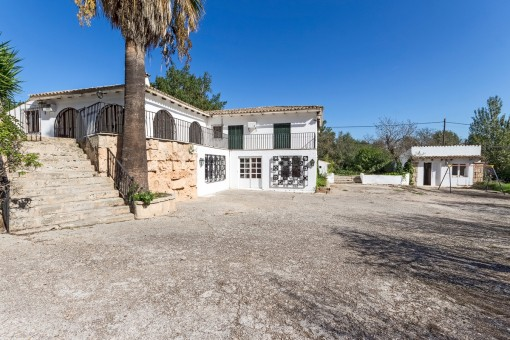 Large villa with pool in a quiet location near Palma