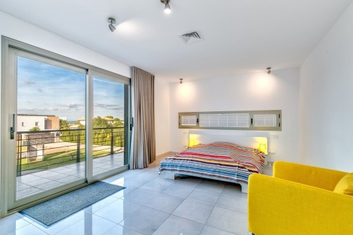 Double bedroom with balcony access