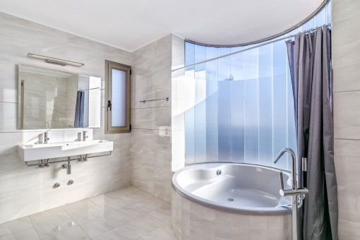 One out of 5 bathrooms with comfortable bathtub
