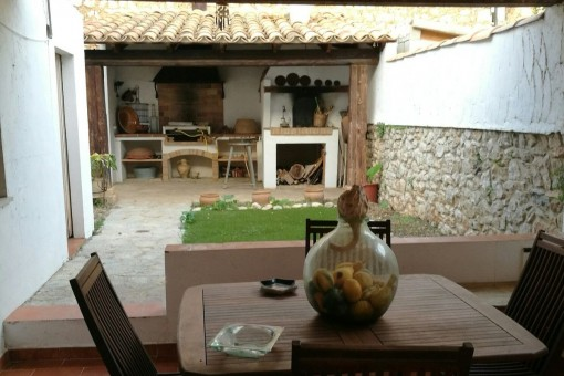 Village house with small garden, roof terrace and pool option in a quiet but central location in Biniamar