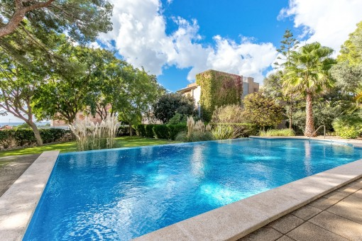 Large bright duplex apartment with private garden and communal pool