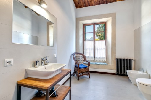 The town house has in total 5 bathrooms