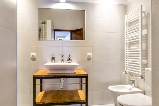 Further modern bathroom with heating for the towels