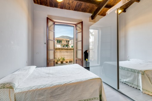 Bright double-bedroom with access to the balcony