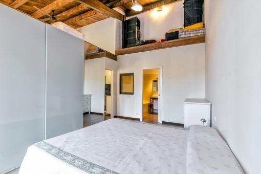 Bedroom with enough storage space and bathroom en suite