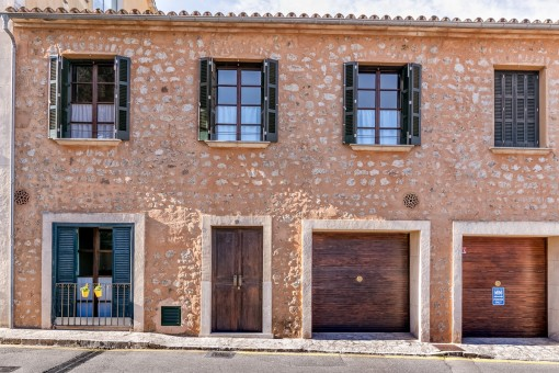 Exterior views of this recently renovated town house