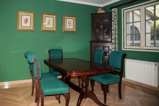 Dining area in green