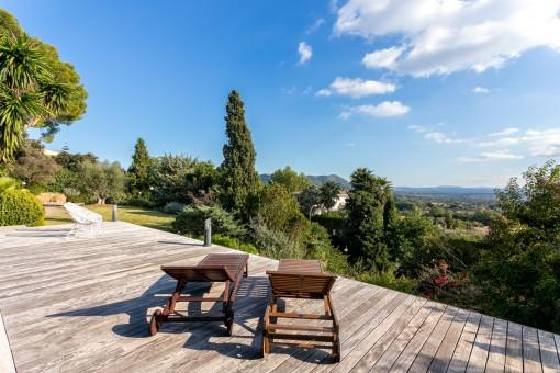 Elegant sunloungers to enjoy the stunning views
