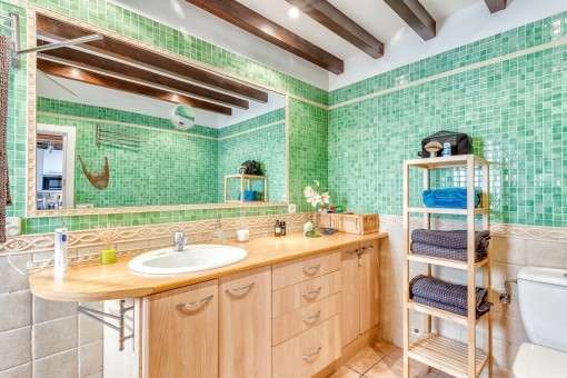 Colourful bathroom with mosaik elements