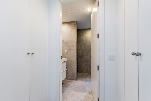Dressing room with built-in wardrobes