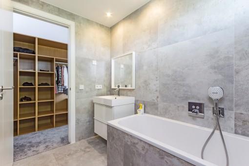 Childrens bathroom with bathtub