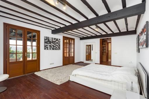 Large master bedroom with dressing room and bathroom en suite