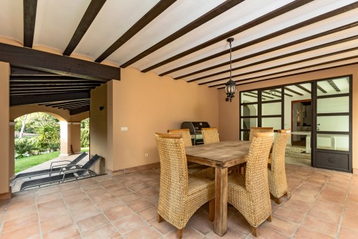 Covered terrace with barbecue area