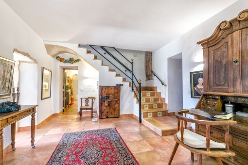 The finca has a living space of 300 sqm