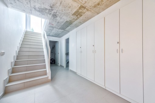 kellerschrank 25 sqm celler level with ample built in wardrobes mit kleiderstange