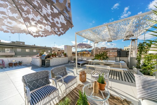 Extensive roof terrace with barbecue zone