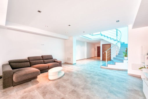 The house has a living space of 280 sqm