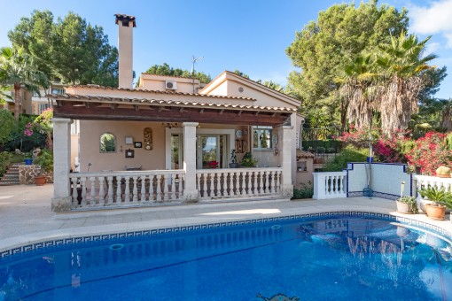 Villa in a good location with much privacy in Cas Catala
