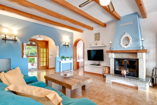 The entrance area leads to the living area with cosy fireplace