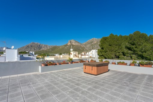 Alternative views of the roof top terrace