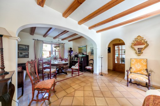 The villa has a living space of 325 qm