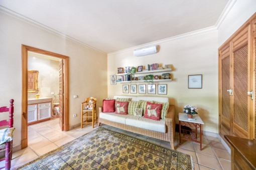 Further bedroom with lounge, bathroom en suite and built-in wardrobe