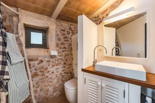 Wonderful bathroom in warm colours