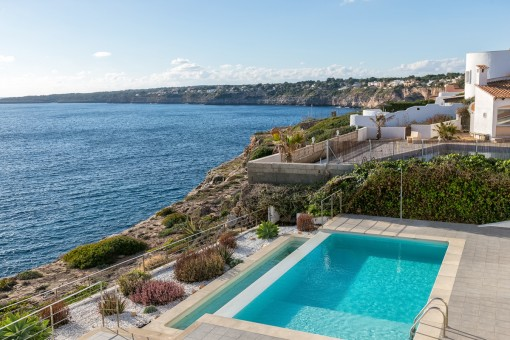 The villa offers specatcular views over the sea