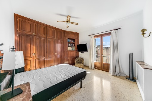 Wonderful double bedroom with built-in wardrobes