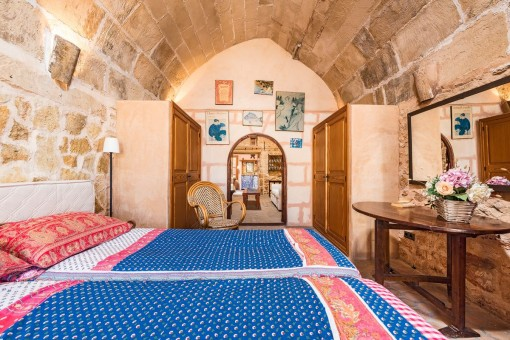 Also the bedroom has a stone vaulted ceiling