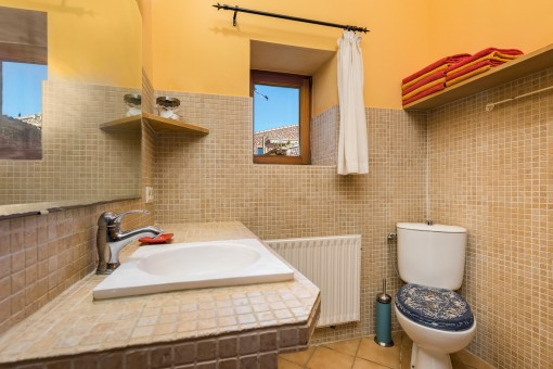 The finca offers several bathrooms