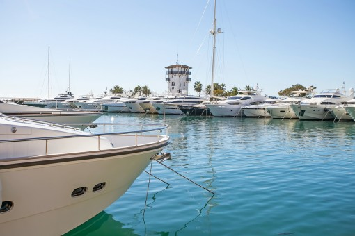 The apartment is just a few steps away from the marina of Puerto Portals