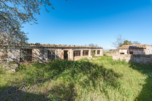 The property offers diverse outbuildings