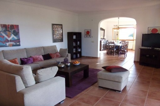 The finca has a living area of approx. 335 sqm