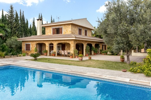 Villa with Mediterranean garden and pool only 7 minutes from Pollenca with holiday renting licence