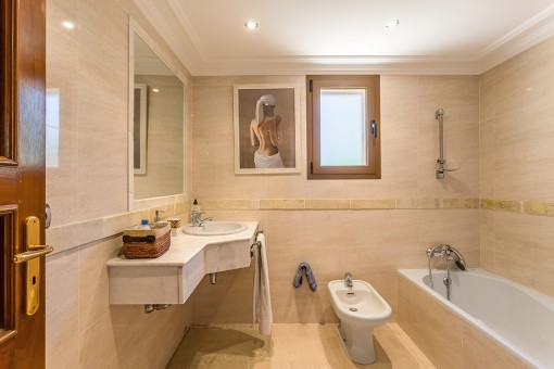 One of 8 en suite bathrooms
